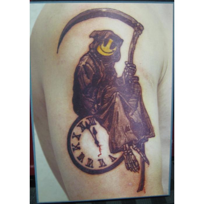 20160727102214-Banksy-Serpentine-Grim-Reaper-700x700